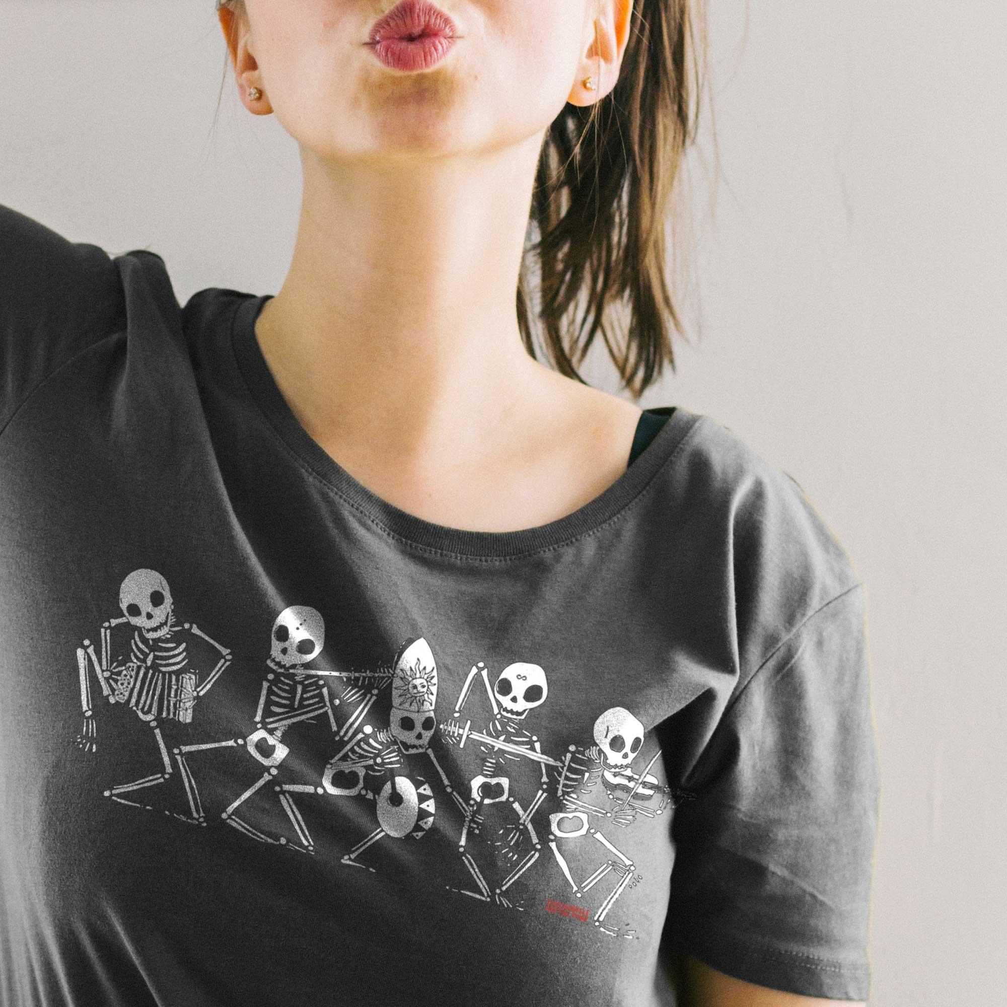 Danza Macabra Tshirt da Donna by Diego Gabriele